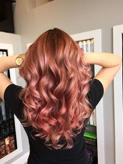 Color de cabello rosa cobre