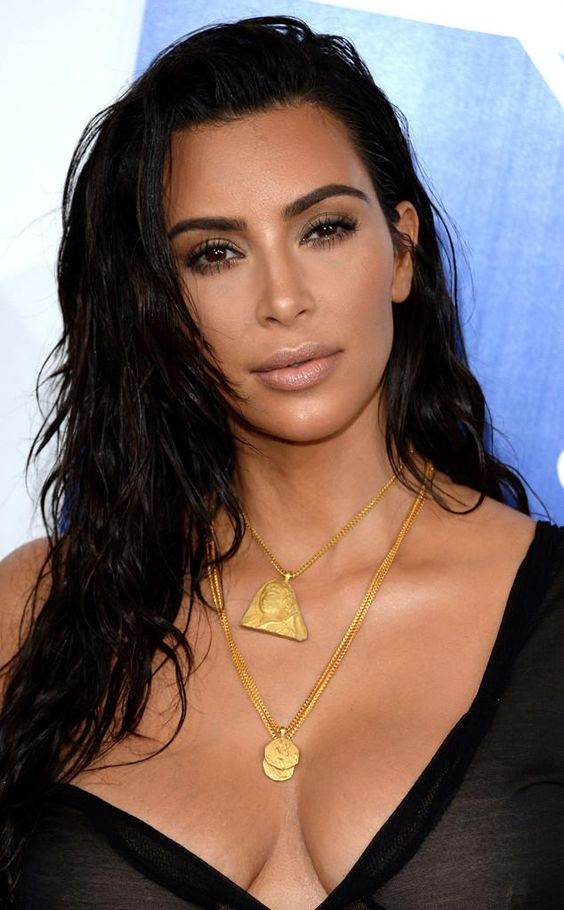 Kim Kardashian Sus 12 Peinados Mas Rompedores Lirish Salon